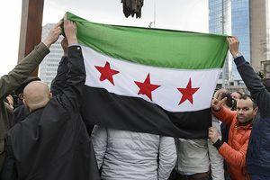 Phiến quân ở Idlib tổ chức biểu tình trong lúc bị quân chính phủ vây hãm