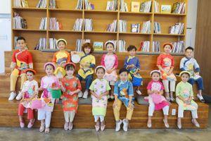 Tranh Đông Hồ trong các thiết kế thời trang cho trẻ