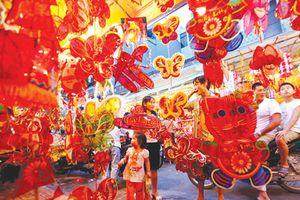 Mang tết Trung thu đến sớm với trẻ em vùng cao Phú Lạc, Bình Thuận