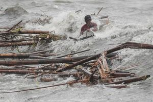 Tan hoang nơi siêu bão Mangkhut càn quét Philippines và khiến ít nhất 2 người thiệt mạng
