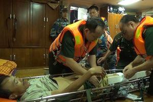 Kịp thời cứu thuyền viên bị thương nặng trên biển