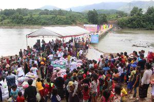 Dân xã nghèo hân hoan dự khánh thành 'Cây cầu nối nhịp yêu thương'