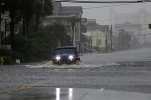 Siêu bão Florence đổ bộ, một loạt bang nước Mỹ khốn đốn