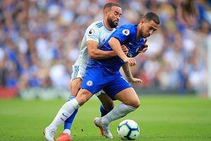 Hazard lập hat-trick, Chelsea soán ngôi đầu Premier League