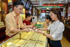 Giá vàng hôm nay 15/9: Áp lực đồng USD tăng mạnh đẩy giá vàng tiếp tục giảm