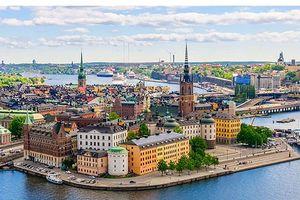 Thăm tòa nhà xa hoa bậc nhất và dạo chơi trong nghĩa địa ở 'thành phố nước' Stockholm