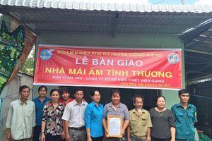 Hà Tiên: Bàn giao 10 căn nhà Đại đoàn kết cho hộ nghèo