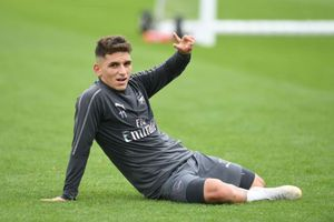 CĐV Arsenal đòi HLV Emery thanh lý hợp đồng với Torreira