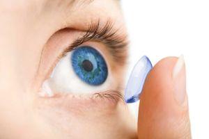 Tác hại khi đeo kính áp tròng đi ngủ