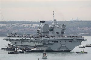 Tàu sân bay khổng lồ hay cơn nhức đầu 'tỉ đô' của quân đội Anh