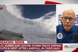 Rợn người C-130J bay xuyên tâm siêu bão Florence