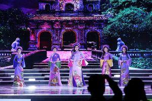 Thí sinh chung kết HHVN 2018 khoe dáng quyến rũ với áo dài