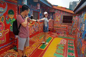 Những bức bích họa cứu 'Làng Cầu Vồng' ở Đài Loan khỏi bị xóa xổ!