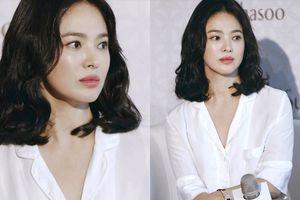 Song Hye Kyo khoe vẻ đẹp xinh như búp bê sống trong sự kiện mới nhất