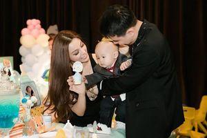 Đẳng cấp hotmom của Huyền Baby: Tổ chức tiệc hoành tráng, diện đồ cực sexy trong tiệc sinh nhật con trai tròn 1 tuổi