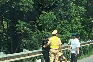 Vĩnh Phúc: Thanh niên đi xe máy lao thẳng vào CSGT khi yêu cầu dừng xe