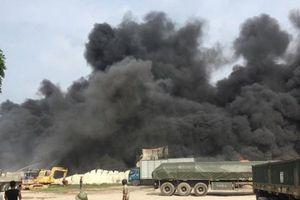 Lửa cháy dữ dội thiêu rụi xưởng nhựa ở Hưng Yên