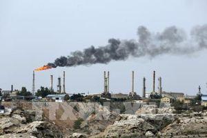 Iran: Doanh thu xuất khẩu dầu mỏ sụt giảm vì lệnh trừng phạt của Mỹ