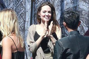 Angelina Jolie một mình đi California trước ngày ra tòa ly hôn Brad Pitt