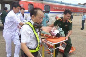 Trực thăng nửa đêm bay ra Trường Sa cứu 2 ngư dân bị chấn thương sọ não