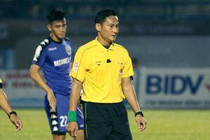 Trọng tài Trần Văn Lập bị đình chỉ công tác ở V.League 2018
