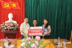 Agribank sẻ chia cùng đồng bào vùng lũ huyện Mường Lát