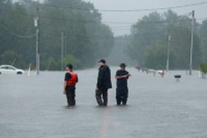 Ít nhất 16 người thiệt mạng khi siêu bão Florence đổ bộ bờ đông nước Mỹ