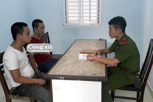 Bắt tạm giam 2 đối tượng cướp điện thoại trên phố