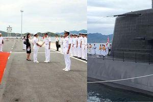 Tàu ngầm huấn luyện Nhật Bản cập cảng Cam Ranh