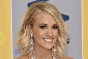 Carrie Underwood tiết lộ từng sảy thai ba lần trong hai năm