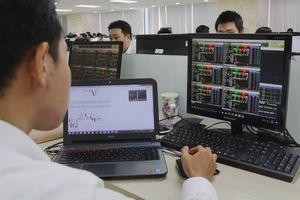 Thu bạc tỉ khi 'lướt sóng' cổ phiếu quỹ