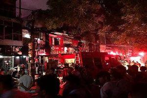 Cháy cực lớn ở Đê La Thành