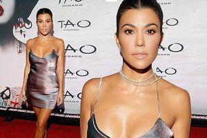 Chị cả nhà Kim Kardashian váy ngắn dáng thon hút mắt
