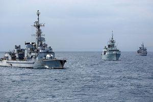 Đến lượt tàu chiến NATO áp sát bờ biển Syria giữa lúc Mỹ dọa không kích