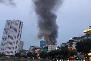 Những hình ảnh về đám cháy trên phố Đê La Thành