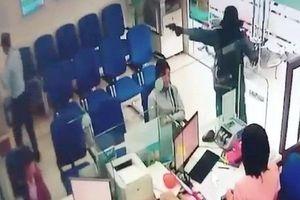 Liên tiếp các vụ cướp ngân hàng: Nguyên tắc ứng phó khi gặp đối tượng có vũ khí