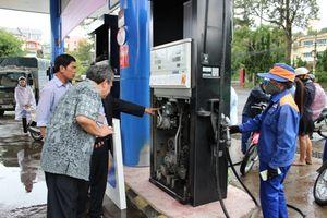 Lợi ích nhóm trong kinh doanh xăng dầu, tiêu dùng thiệt về giá?