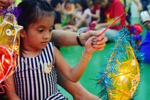 Trung thu đặc biệt của những đứa trẻ xương thủy tinh ở Sài Gòn