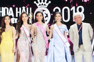 Tân hoa hậu Trần Tiểu Vy ấp úng trả lời báo chí sau khi đăng quang