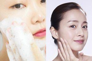 Chăm chỉ rửa mặt theo cách này trước khi ngủ, làn da sẽ khỏe đẹp, không nhờn rít hay nổi mụn dù lười thoa mỹ phẩm