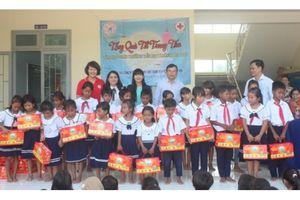 Yến sào Khánh Hòa trao 300 suất quà trung thu cho học sinh dân tộc thiểu số