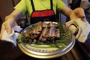 Bị giới trẻ tẩy chay, thịt chó dần biến mất khỏi ẩm thực Hàn Quốc