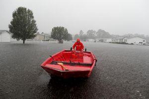 Bờ Đông nước Mỹ tan hoang, nước không ngừng dâng cao do bão Florence
