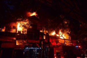 Toàn cảnh vụ cháy liên hoàn chuỗi cửa hàng kinh doanh tại Đê La Thành