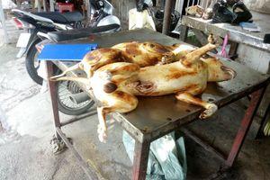 Tiểu thương ở chợ bán thịt chó lớn nhất TP HCM khóa trái cửa khi bị kiểm tra