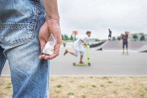 Trẻ em được 'tuyển mộ' vào đường dây buôn bán ma túy của băng nhóm tội phạm tại Anh