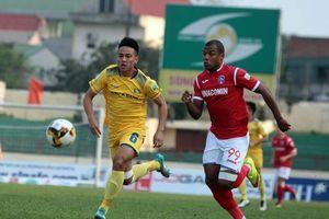 Dẫn trước 2 bàn, SLNA bị Than Quảng Ninh giật chiến thắng phút chót