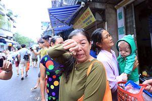 Hà Nội: Rơi nước mắt cảnh bệnh nhân nghèo ra 'đứng đường' sau vụ cháy