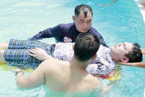 Đào tạo kỹ năng sơ cứu cho nhân viên khách sạn, du lịch và người nước ngoài