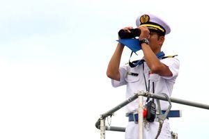 Cận cảnh tàu ngầm Nhật Bản lần đầu tiên thăm cảng Cam Ranh Tàu ngầm Nhật lần đầu tiên tham gia diễn tập ở Biển Đông